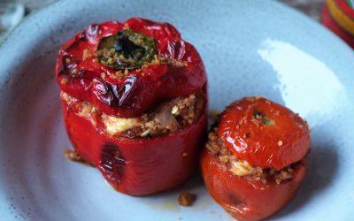 Fylld paprika/tomat med smakrik ris-tomat-grillostfyllning